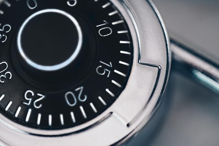 combination-lock-close-up_925x